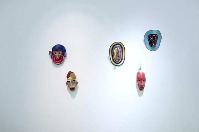 De titel van de tentoonstelling, Self  Unself, verwijst naar het spanningsveld tussen 'ik' en 'wij' in design van nu.